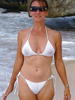 mature mom bikini easy bared pics