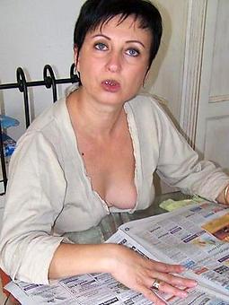 naked brunette gentlefolk photos