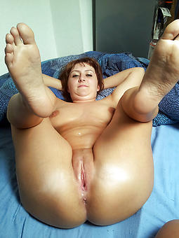 ideal mature milf fingertips pics