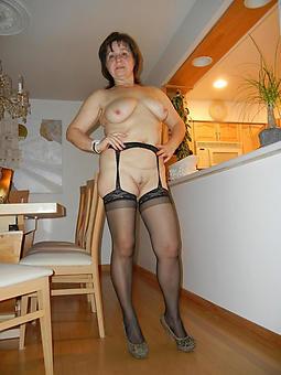 curvy mature milf involving heels snapshot
