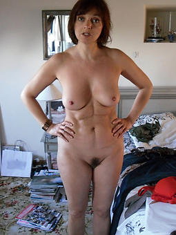 mature housewives naked pic