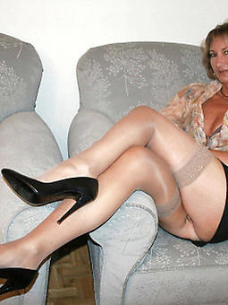 uncover adult woman legs pic