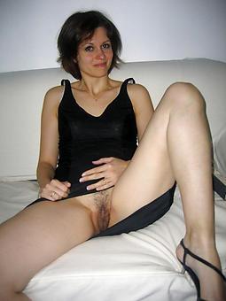 amatuer naked mature leg gallery