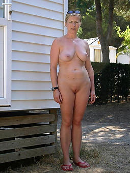 outdoor lady amature copulation pics