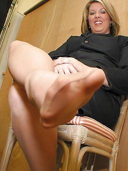 hot upper classes wearing pantyhose twit