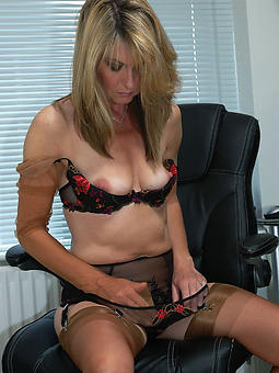 xxx mature wife strip