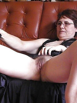 ladies showing their pussy amateur nude pics