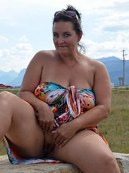 pretty mature lady upskirt porn pics