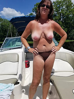superb nude elderly lady solo pics