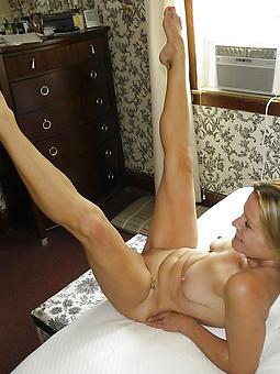 skinny mature strata free nude pics