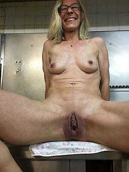 skinny mature ladies X-rated nude pics