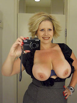 grown-up lady selfshots seduction
