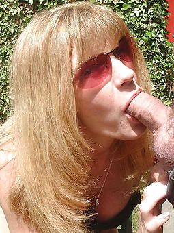 mama blowjob pic