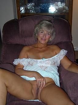 mature nude moms free porn pics