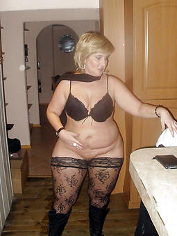 luring full-grown mom pussy