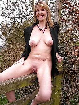 porn pictures of hot fair-haired mom