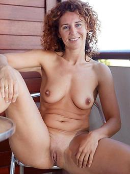 beautiful nude grown up ladies joshing