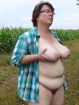 naked moms outdoors xxx pics