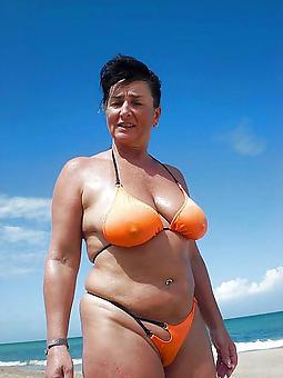 amature sexy bikini moms