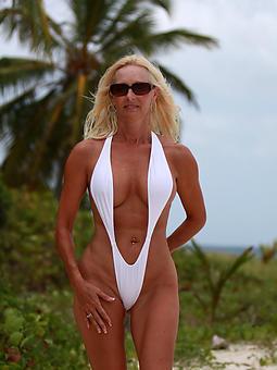 reality hot bikini moms