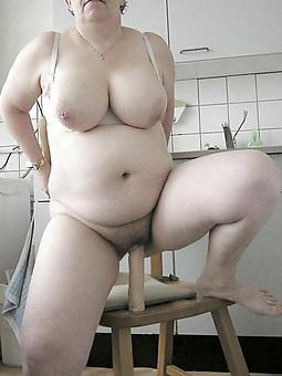 amature mom masturbates