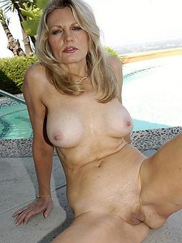 amature lady blonde nude pics