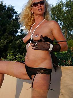 amateur naked ladies over 60 porn pic