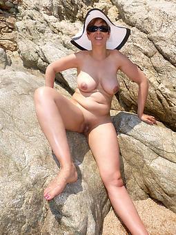 hotties nude seaside moms pics