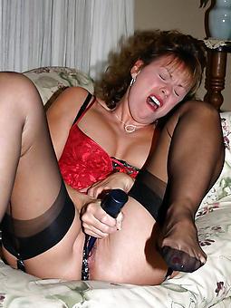 pretty grown up mom masturbating