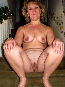 hotties busty mammy solo