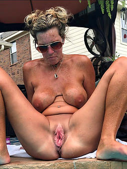 porn pictures of moms inviting pussy