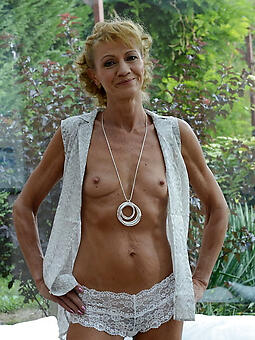 porn pictures of skinny moms unshod