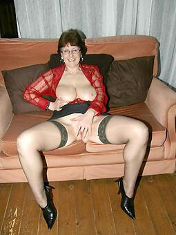 sexy mature moms encircling stockings bungler free pics
