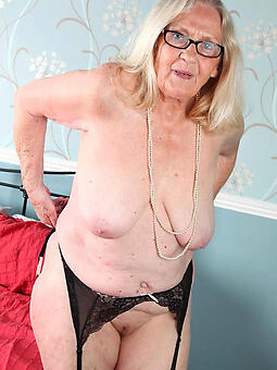 natural moms over 60 naked pics