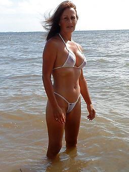 juggs hot milf in bikini
