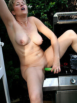 hotties older lady masturbating pics