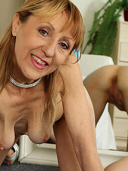sexy mama with saggy boobs free porn pics