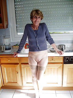 natural nude mature housewives