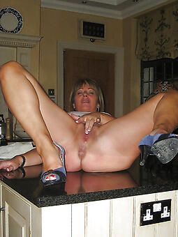 pretty housewives overprotect nude pics