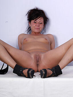 cougar mature shaved pussy