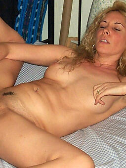 down in the mouth lay bare mature woman masturbating seduction