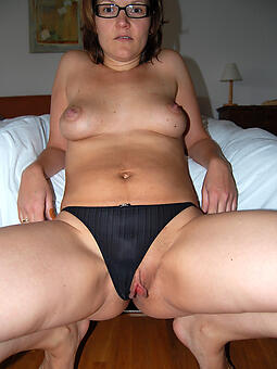 taking sexy mom panty pics