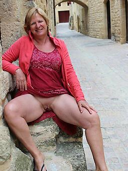 wild hot mature lady upskirt