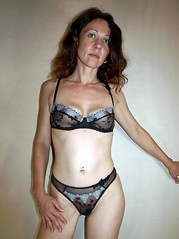 minimal skinny lady