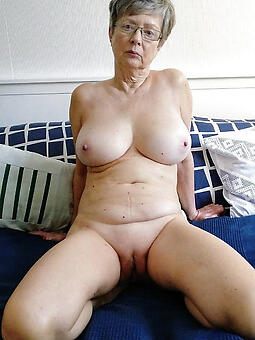 perfect hot doyen moms