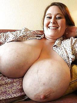 hotties big tit mom pics