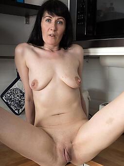 porn pictures of brunette landowners