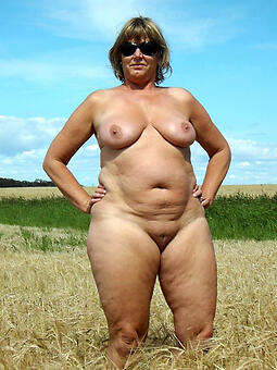 full-grown fat unclothed women