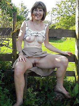 naked older girlfriend pics
