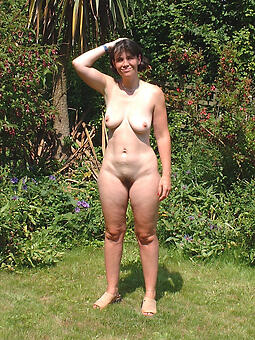 nude ladies outdoors pictures